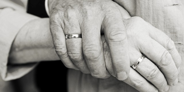 o-OLD-COUPLE-HOLDING-HANDS-